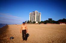 这里不是大海:看这沙滩看这水域就是大海,其实NO。这里是著名的亚马逊河,我游泳的是亚马逊黑河,水的颜