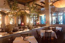 意大利餐厅里美人享受中秋美食、美景~~^_^