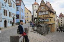 步云莱,罗滕堡标志性的景点,有着Y型石板路口,各种卡通木筋房。 这里是LP的德国封面!