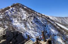 太白山上的雪很美丽,如果要登上山顶需要两天,如果时间不足上下山必须乘坐索道,可以购买小索道,下山时,