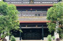 岳麓书院是中国历史上赫赫闻名的四大书院之一,坐落于中国历史文化名城湖南长沙湘江西岸的岳麓山脚下,作为