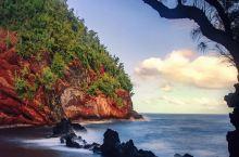 """我与红色的邂逅  提起夏天与之相匹配的便是海滩,说起海滩脑子里第一个蹦出来的便是""""夏威夷"""",夏威夷的"""