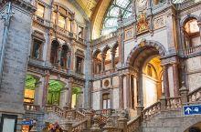 如果只看图片,不会想到如此精美的建筑却是火车站吧?比利时安特卫普中央火车站,兴建于1895年到190
