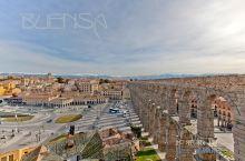 塞哥维亚是西班牙旧卡斯蒂利亚地区的一个重要历史名城,人口只有5万。城市的创建源于军事,它是控制丢勒大