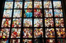 花窗。The decorated windows of European churches are