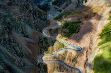 独库公路沿途风光  独库公路从独山子到库车,是217国道的早期形态,纵贯天山南北,全长561公里,过