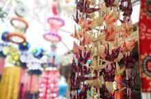 日本的七夕绝不是情人节 仙台保留了许多七夕的传统 店铺精心装饰以求个好彩头 商店街附近到处都是热热闹
