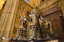 他发现了新大陆 他开启了新纪元 他就是著名的航海家、探险家,伟大的哥伦布 主教堂最负盛名的就是哥伦布