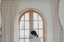 民宿推荐|地中海式风格酒店言叶之庭 特色推荐: 这家民宿刚装修好不久,外墙是白色波浪形曲线,所有的东