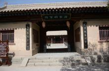 嘉峪关的游击将军府是当时驻军最大的指挥官的办公场所加住宿地,是一个院落式建筑物,也是近年来重新修善的