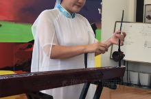 """京族独弦琴艺术是我国唯一一个海洋性民族""""京族""""所拥有的传统音乐艺术,主要流布于广西东兴京族聚集区。2"""