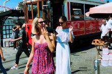 """伊斯坦布尔——-独立大街!独立大街被称作伊斯坦布尔的""""香榭大道"""",起始于加拉塔桥塔附近的中世纪热那亚"""