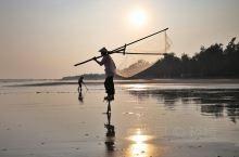 斯里兰卡有高跷钓鱼,京岛有高跷捕虾,你见过没?京岛位于广西东兴市,是京族聚居地。这里的京族人约500