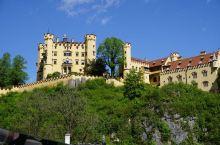 世界上没有一个国家像德国那样拥有如此众多的城堡,在众多的城堡中,最著名的是位于慕尼黑以南富森的阿尔卑