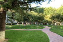 """北京石油管理干部学院是集团公司高级培训中心和党校,成立于1984年,校园占地近100亩。学院被授予"""""""