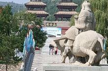 函谷关,位于河南省三门峡市。历来兵家必争之地,也是老子书写《道德经》之场所。