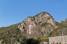 琼台仙谷真的就像他的名字一样是一个人间仙境,这里有山有水风景非常的好。这里的瀑布虽不说壮观,但也十分