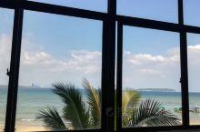 蜈支洲岛码头的小渔村,后海村,风景美如画!住宿吃饭选择很多,还可以零距离接触村民文化!