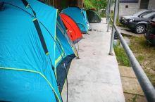 班河露营的酸爽太多了 预报有雨 没下 睡前还是把帐篷抬到雨廊下 睡前 那群喝嗨了的男人 有的呼应如雷