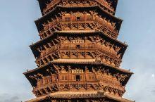辽统治者崇信佛教,百多年间,契丹皇族和高级僧侣投入巨资,请各种能工巧匠建造了大量佛教寺院和诸多辽塔,