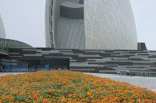珠海大剧院(Zhuhai Opera House)位于广东省珠海市情侣路野狸岛海滨,是中国唯一建设在