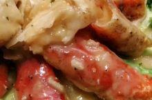 好大的帝王蟹,蟹脚做成两道菜,海钓人让你流口水。