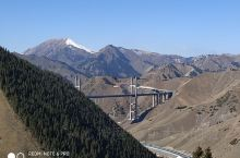 山區裡的重要交通建設,美麗又壯觀。