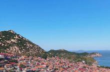 """远离人群  沿着崂山海岸线一路向南  就是""""中国最美渔村""""——青山渔村  红瓦黄墙、依山傍海  羡慕"""