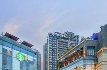 长嘉汇正面可眺望长江与嘉陵江交汇,大剧院和来福士,朝天门 大桥和东水门长江大桥风光一览无余;背向4A