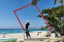 起了个早,独自来到南湾,蓝天甚好,四下无人,享受自由自在的快乐。此时此刻,整个海滩只属于我!自拍玩得