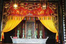 佛山孔庙始建于清宣统三年(1901年)。为第一批佛山市文物保护单位。孔庙的荷塘里有锦鲤。孔丘自幼便有