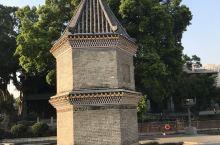 文塔是一座民间风水塔。这座文塔又称文笔塔、文昌塔,是广州市中心唯一的文塔。它坐南朝北,为六角两层楼阁