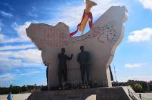 集宁战役红色纪念园位于乌兰察布市集宁区泉山北街,占地面积13万平方米,以集宁战役纪念馆为主展区,建有