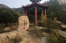 沂源县石桥镇毫山,也叫云山,山上奇石林立,酷似黄山的秀气,非常值得一游,上山下山大约三个小时。