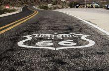 66号公路途中的一个加油站。正对面正好是一个66的路标。果断停车、拍照。