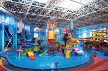 来到了西宁新华联水上乐园,里面的游玩项目各式各样,不胜枚举,有滑梯、大喇叭、章鱼滑道,这些是那么的刺