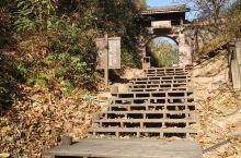 无蚊村位于泸溪河东岸仙水岩景区的许家村,共有50来户人家200余人,据载为许真君的后裔。历来靠打鱼、