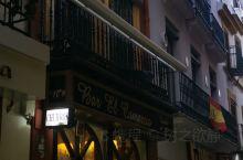 油条、豆浆,国内传统的早餐,而到了西班牙塞维利亚,当地有名的早餐就是吉事果了。吉事果与国内的油条极为