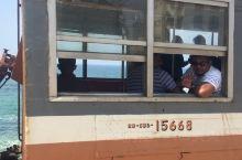 斯里兰卡,从加勒回到了科伦坡,海边火车,当地时间10:45-12:00  