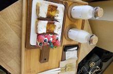 韩国益善洞,韩国真的有很多这些什么什么的洞,里面有吃的、买的、看的都很多,他们保留了以前的历史建筑改