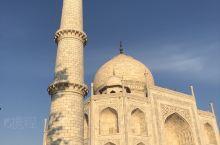 印度一个古代文明的发源地,这里有非常美好的回忆,这是我们小学课本里提到的泰姫陵,神圣不可辜负,洁白无