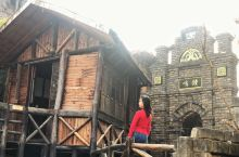 从武汉自驾一个半小时就可以到嘉鱼光年城堡,这是一个电影拍摄基地,目前还没有收门票,里面的老式建筑非常