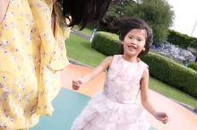 新西蘭房車營地有服務給孩子的娛樂單車和籃球場一樣大的氣球充氣彈彈球。哈哈哈。女兒超喜歡在這裏蹦蹦