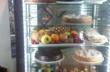 意大利人家里面的放冷品的保鲜柜!做糕点的铜模具!还有艺术家手工做的陶瓷盘子!说明意大利人的生活并不单