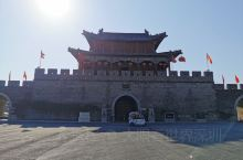 2019年的最后一天,朋友驾车陪我早晨7点从郑州迎着冬日晨早的寒风去商丘睢阳的归德古城游玩,中原大地