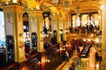 不在纽约的【纽约咖啡馆】  这里是布达佩斯一个非常网红的咖啡馆,有着120多年的历史,气度不凡,金