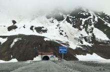 墨脱的山路确实崎岖难行,比七十二拐还多拐,嘎隆拉隧道限时通行。