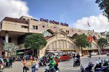 同春市场,河内一个较大的批发市场,衣服、工艺品等档位为主,偏低档,走走看看行了,买东西就算了。