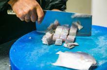 """""""石村船说""""被认为是黄龙岛最好的民宿,有一道菜叫""""豆瓣鲳鱼羮"""",豌豆瓣掺过水,东海鲳鱼切成小四方块,"""
