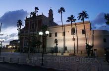 以色列雅法古城的傍晚,雅法古城历经了四千多年的历史变迁,火与血的洗礼。窄街小巷,弯弯曲曲,沉淀着古老